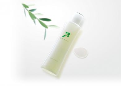 シットリ素肌の秘密は・・【究極の無添加化粧水】全成分は植物由来100%!