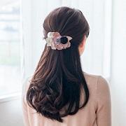 株式会社フェリシモの取り扱い商品「ささっと華やか後ろ姿になれる お花ヘアクリップ」の画像
