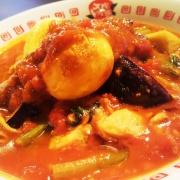 カゴメコラボ「太陽のトマトカレー麺」の商品画像