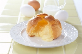 「牛乳と卵のシュークリーム(モンテール)」の商品画像