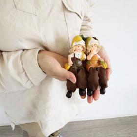 輸入雑貨イエの取り扱い商品「癒しのインテリア フルーツこびと妖精 お座りバナナ」の画像