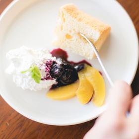 「こめ油と米粉のスイーツ うるおいシフォンケーキ(築野食品工業株式会社)」の商品画像