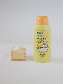 日本グリーンパックス株式会社の取り扱い商品「ナチュラムーン 薬用入浴剤 くまこのつやぽかバスタイム 600ml」の画像