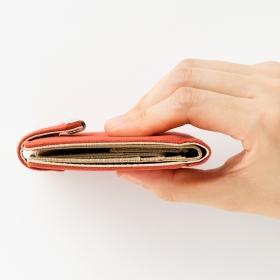 「軽さときらめき いいとこどり スリムな二つ折り財布の会(株式会社フェリシモ)」の商品画像の2枚目