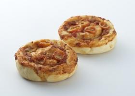 「真っ赤なトマトとチーズのパン(株式会社サンジェルマン)」の商品画像
